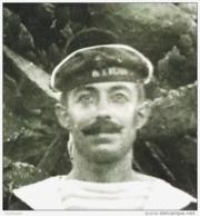 PHOTO MARIN AVEC BACHI A DECHIFFRER . ECRIT AU VERSO CORFOU 1918 . MARINE NATIONALE - Barcos