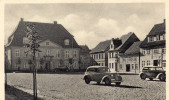 Cpa, Loitz I. VORPOM, Machtplatz Mit Rathaüs, Place Pavée Avec Automobiles En Bon Plan (47.82) - Germania