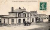 MARTIGNE FERCHAUD - La Gare (vue Extèrieure) Voiture à Cheval - France
