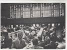AK Aktien-Börse In Frankfurt Am Main, Wertpapierbörse, Innenansicht, Ca. 1965 - Händler