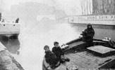 Cpa Enfants De Mariniers Sur La Péniche, éts Grand Bain Paris à 30cts, Brouillard (47.92) - The River Seine And Its Banks