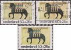 Pays-Bas 1975 Y&T 1032. Trois Nuances Différentes. Les Quatre Fils Aymon Montés Sur Leur Cheval. Sculpture - Chevaux