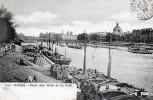 Cpa 1903, PARIS, Gravure Du Bord De Seine, Pont Des Arts Et La Cité, Péniches Et Marchandises (47.95) - La Seine Et Ses Bords