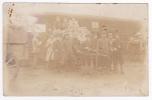 Carte Photo - Les Prisonniers Du Camp De Wahn Sont Venus Récupérer Les Colis En Tirant La Charette à Dos D'homme - Guerre 1914-18