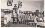FOTOGRAFIA SU CARTOLINA(VEDI RETRO) SCUOLA DI SPOTORNO (SAVONA) ALLIEVE -DA NOTARE PARTICOLARE UGUALE TAGLIO DEI CAPELLI - Fotografia