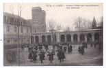 CPA Caen 14 Calvados Groupe Enfants Dans La Cours Intérieure De L'Ancienne Abbaye Aux Dames Hospice édit Delasalle Coron - Caen