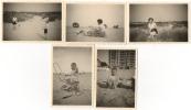 Foto/Photo. La Panne. Enfant & Femme à La Plage & Dunes. 1955. Lot De 5 Photos. - Places