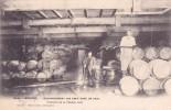 CPA 33 @ LIBOURNE @ INONDATIONS De Février 1904 - Les Eaux Dans Un Chai @ Vignes Vigneron Tonneaux Vin - Libourne
