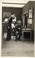 INDIENS - Carte-photo 2 Soldats US Au Saloon - Même Provenance Que Les Photo D'indiens - Indiens De L'Amerique Du Nord