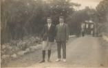 CPA Photo Cliché GEORGES à BREST Deux Notables En Tenue De Cavalier Devant  Entrée Manoir - Brest