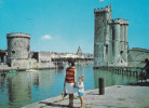 LA ROCHELLE  L'ENTREE DU PORT (DIL28) - La Rochelle