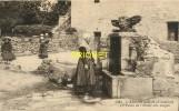 Cpa 29 L'Aberwrach, Le Puits De L'Hotel Des Anges, Femmes Et Fillette... - France