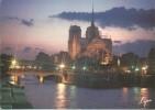D328 - POSTAL - PARIS - EFFETS DE LUMIERE SUR NOTRE-DAME ET LA SEINE - Notre Dame De Paris