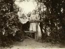 North Yorkshire Scarborough Famille Dans Un Jardin Parc Vacances Photo Ancienne Amateur 1900 - Lugares