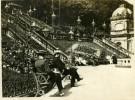 North Yorkshire Scarborough Bords De Mer Hommes Assis Sur Banc Vacances Photo Ancienne Amateur 1900 - Places