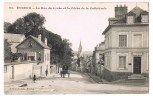 EVREUX . La Rue Du Lycée Et La Flèche De La Cathédrale . - Evreux