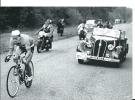 Cyclisme Sur Route Paris - Tours Cpm Nouvelle République Pour La100ème 1952 Jean Bobet Contre Attaque Voiture Hotchkiss - Radsport
