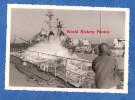 Photo Ancienne Snapshot - Bateau Militaire Le MAILLé BREZE , Escorteur D'escadre De La Marine Nationale - Ravitaillement - Bateaux