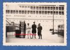 Photo Ancienne Snapshot - VENISE / VENEZIA - Groupe De Militaire Devant Un Paquebot Au Port - Venetia Italia Italy - Barche
