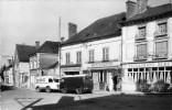 MOSNES - RUE PRINCIPALE - CAMIONNETTES - POMPE A ESSENCE - Autres Communes