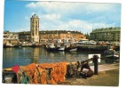 25525-LE-59-DUNKERQUE-La Tour De Leughenaer (XVe S.)-La Place Du Minck Et Les Bateaux De Pêche - Dunkerque