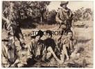 Photo De Presse 1953 Guerre D'Indochine 4 Vietminhs Se Sont Rendus Avec Leurs Armes Région Hung-Yen - War, Military
