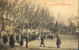 C.P.A. - ARLES - N° 113  Collection J. Poirey  - Les Joueurs De Boules à La Croisière Animée (en Hiver ?) - En L'Etat - - Arles