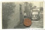 Photographie Originale. Jeune Femme Devant Une Automobile Simca 8. - Cars
