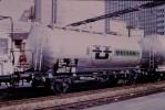 Photo Diapo Diapositive Train Locomotive Wagon Citerne UGILOR En 1972 VOIR ZOOM - Diapositives
