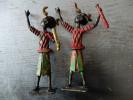 SCULPTURE - AFRIQUE - PAIRE DE PERSONNAGES - MUSICIENS ? SORCIERS ? - METAL - PEINTURE - H:165 Mm - Art Africain