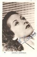 Autographe Sur Carte Postale - Danielle DARRIEUX - Autographs