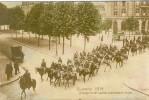 CARTE  PHOTO : COMPAGNIE  DE  SPAHIS  TRAVERSANT   ARRAS  Petit Défauts Au Dos état - Arras