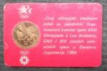 "OLYMPIC MEDALION "" SARAJEVO - LOS ANGELES "" 1984 - Habillement, Souvenirs & Autres"