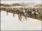 Photo Agence Rol Tour De France Cycliste Non Datée Étape Arrivée Du Tour Sprint, Paris. - Cycling