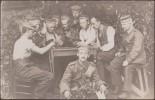 Allemagne 1915. Carte Postale, Photo. Feldpostkarte Non Localisée, Franchise Militaire. Soldats Jouant Aux Cartes - Playing Cards