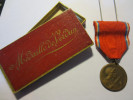 """Médaille De Verdun Avec Sa Boite """" On Ne Passe Pas  """"  Vernier  """" - Médailles & Décorations"""