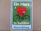 EIN HERZ FUR RADFAHRER KEHLER ZEITUNG   UN COEUR POUR LES CYCLISTES  15 CM SUR 21 CM - Other