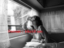 Reproduction D'une Photographie De Sophia Loren Assise Dans Une Caravane - Reproducciones