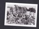 Photo Originale Tombes Fleuries De Six Soldats Anglais Tués à Essey Les Nancy ( Duffield ..Guerre Photo De Juillet 1944) - Guerre, Militaire