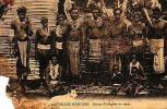 Nouvelles Hebrides     1     Groupe D'indigènes Au Repos ( Fumeur De Pipe ) - Postcards