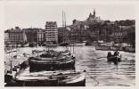 France Marseille Un coin du vieux port et Notre-Dame de la Garde