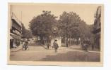 CPSM 71 - CHALON-sur-SAONE - Place Maréchal Pétain - TB PLAN CENTRE VILLE + TB ANIMATION AUTOMOBILES MAGASIN JUSTE PRIX - Chalon Sur Saone