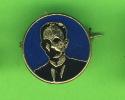 PIN'S - BADGES -  A IDENTIFIER - - Personnes Célèbres
