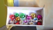 Lot D'ancienne Décoration Pour Sapin En Bois Boule De Noel Vintage - Decorative Items