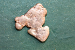 Pépite De Cuivre Natif En Plaque - Poids Environ De 1.5 à 1.8gr - Origine : Namibie - Minéraux