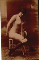 Femme Assise Toute Nue Sur Une Chaise - Fesses Nues Seins Nus - - Fine Nudes (adults < 1960)