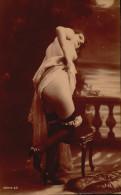 Femme Un Agenoux Sur Un Tabouret Jupe Relevee - Fessee ? - Fine Nudes (adults < 1960)