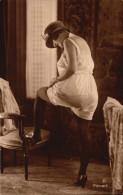 Femme En Sous Vetements - Chapeau - Fine Nudes (adults < 1960)