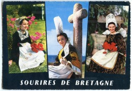 Sourires De Bretagne - Costumes Et Coiffes De Carhaix St-Guénolé Elliant - écrite Non Timbrée - 2 Scans - France