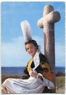 Jeune Fille En Costume De Bigoudenne, Région De Penmarch Et Saint-Guénolé - écrite Et Timbrée - 2 Scans - Costumes